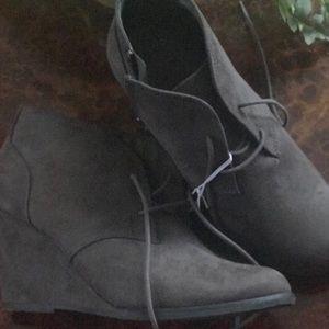 Universal Thread women's Bessie boot 8W